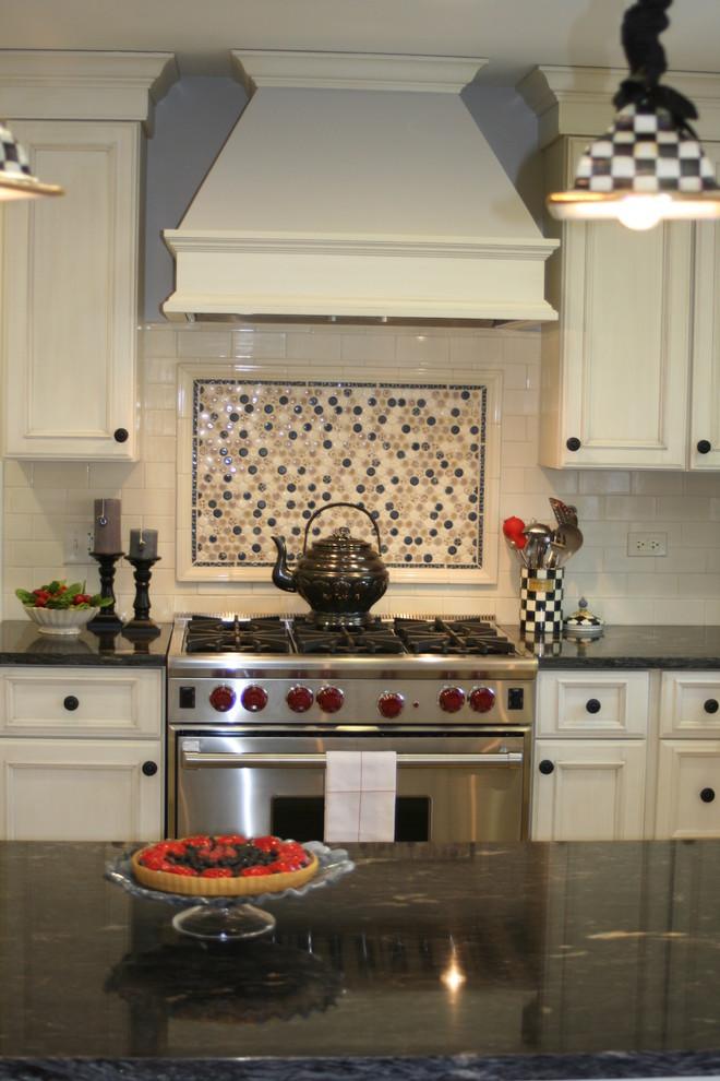 Оригинальная идея дизайна фартука в интерьере кухни