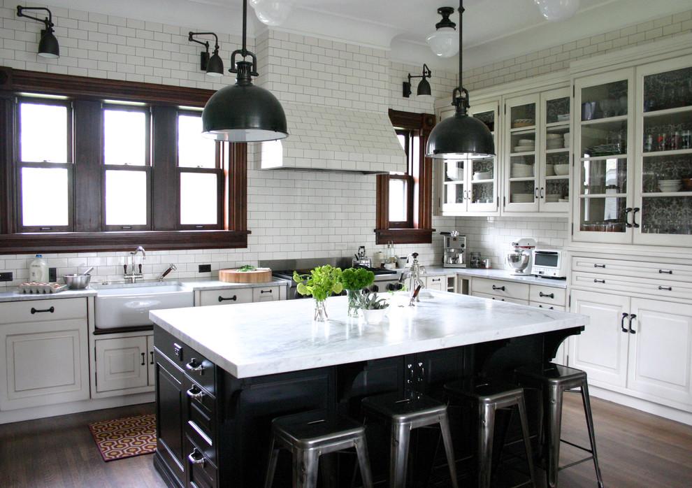 Классический дизайн интерьера кухни в чёрно-белой гамме