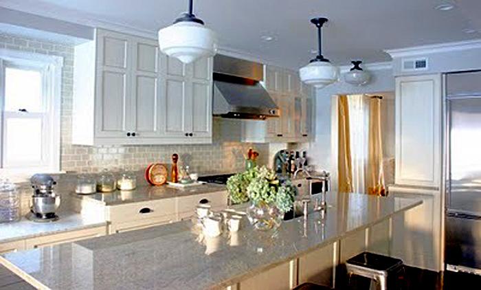 Роскошный белый остров  в классическом дизайне кухни