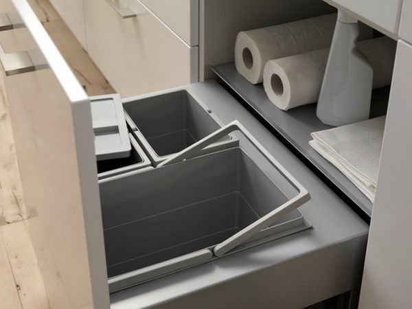 Двойной выдвижной ящик я контейнерами для мусора