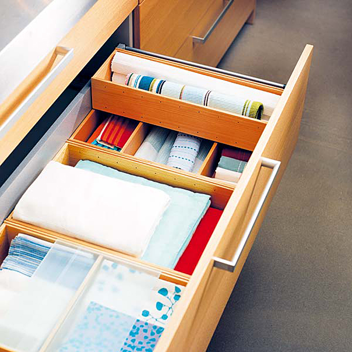 Выдвижной ящик для хранения кухонного текстиля