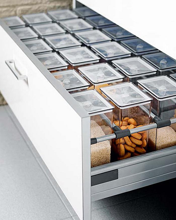 Выдвижной кухонный ящик с прозрачными контейнерами  для хранения специй