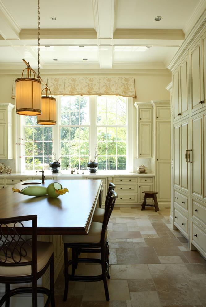 Оригинальное напольное покрытие в интерьере кухни от Dillard Pierce Design Associates