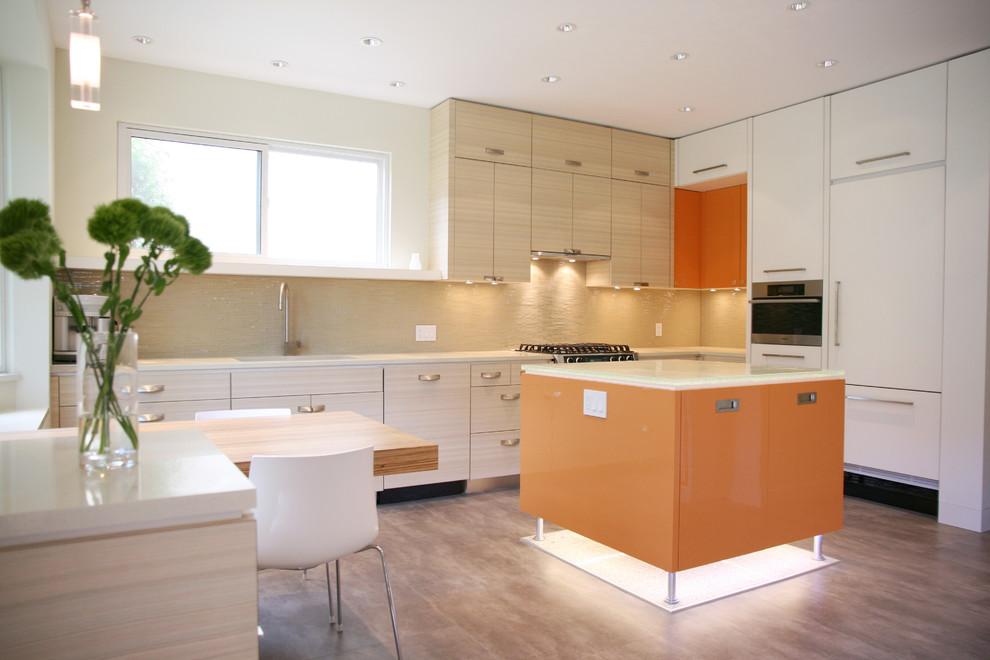 Оригинальное напольное покрытие в интерьере кухни от The Sky is the Limit Design