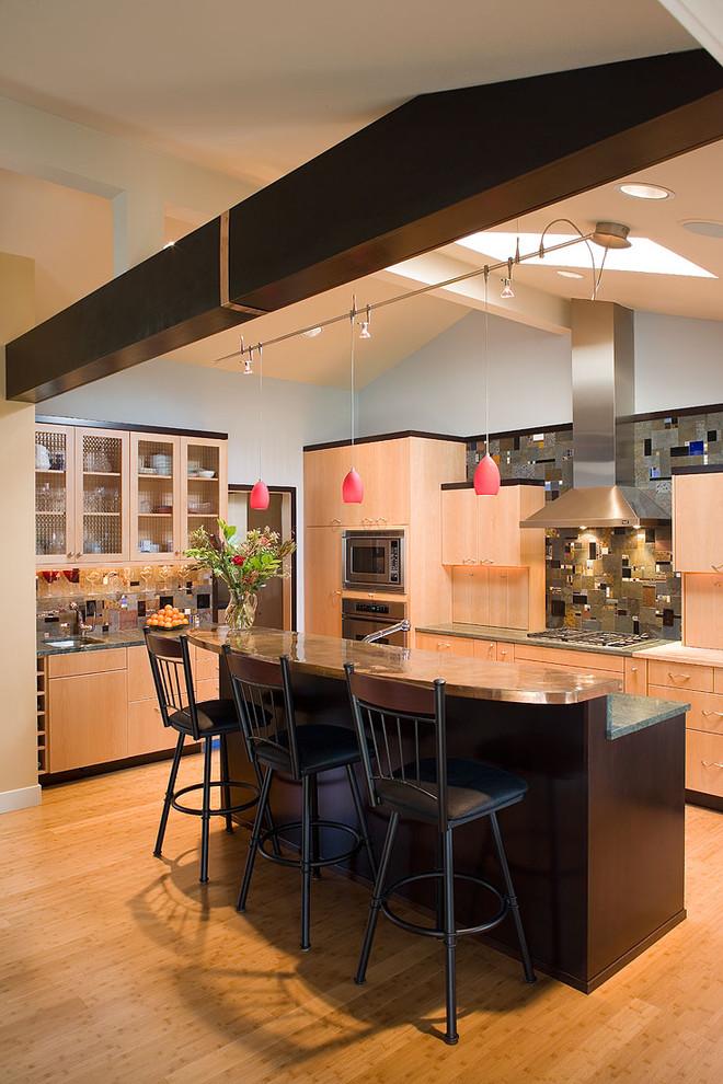 Оригинальное напольное покрытие в интерьере кухни от Robin Rigby Fisher CMKBD/CAPS