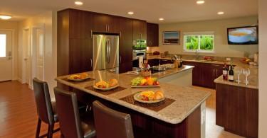 Оригинальное напольное покрытие в интерьере кухни от Archipelago Hawaii Luxury Home Designs