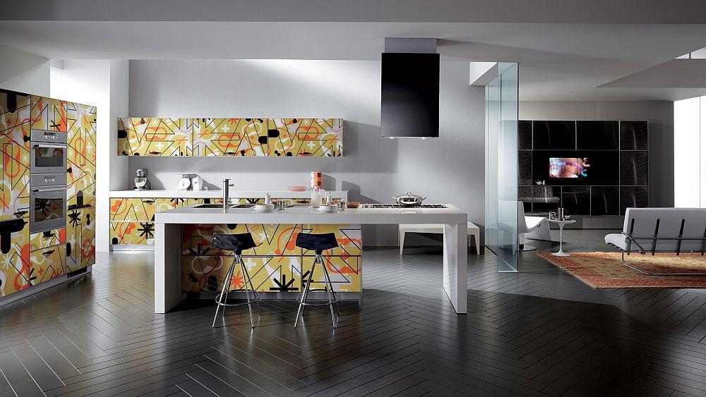 Яркий дизайн кухонного гарнитура Crystal Collection от Scavolini с шелкографией на фасадах шкафов