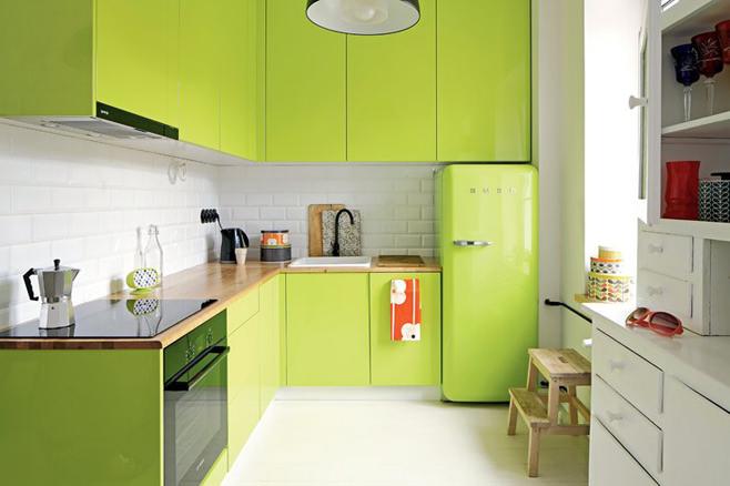 Оригинальный интерьер зеленой кухни