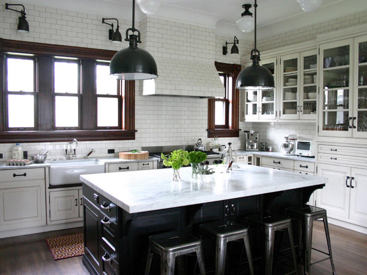 Индустриальный стиль в интерьере кухни в белых тонах
