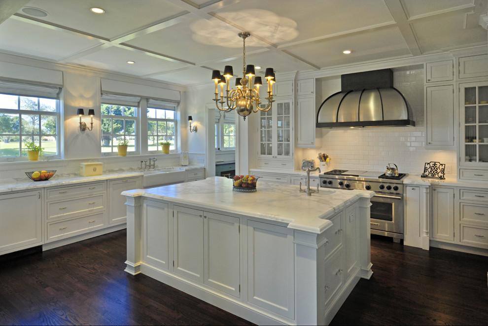 Потрясающий дизайн интерьера кухни в классическом стиле от Torre Construction & Development