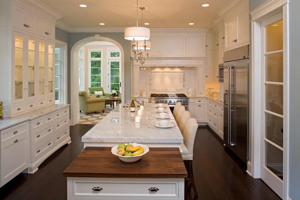 Потрясающий дизайн интерьера кухни в классическом стиле от Stonewood, LLC