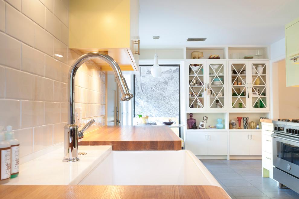 Стильное оформление раковины в интерьере кухни от T.A.S Construction