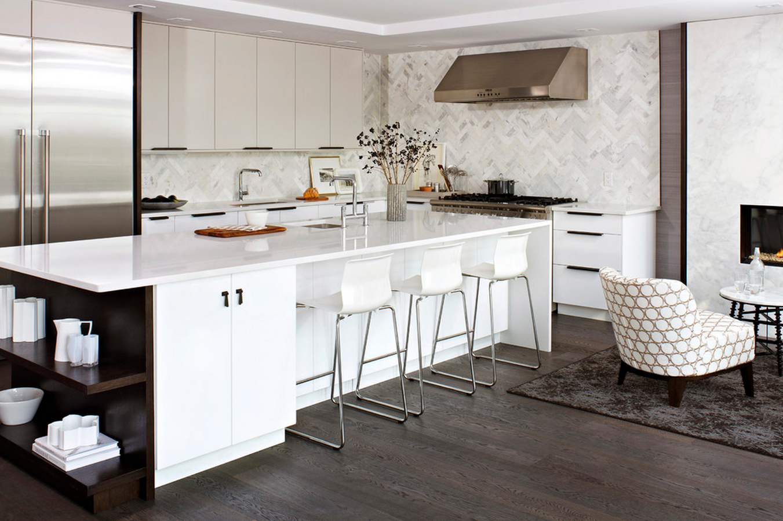 Правильная планировка кухни в белых тонах