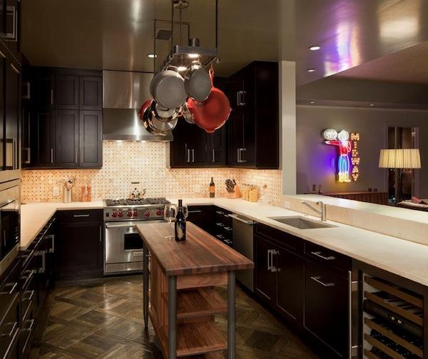 Стильный дизайн острова в интерьере современной кухни