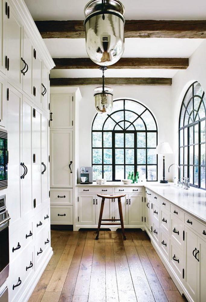 Черно-белые акценты в интерьере кухни