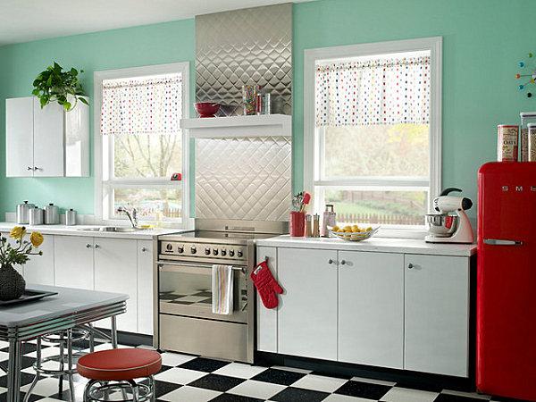 Металлический кухонный фартук в ретро-стиле