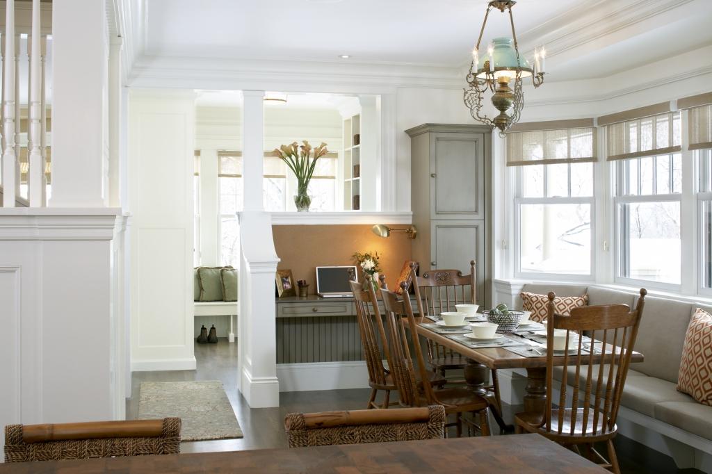 Дизайн интерьера кухни из натурального дерева от AbbeyK, Inc.
