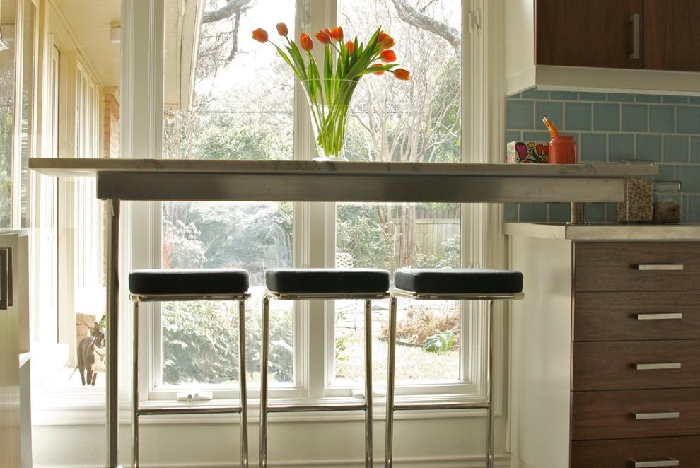 Стол подоконник: 30 фото на кухне, в детской и других комнат.