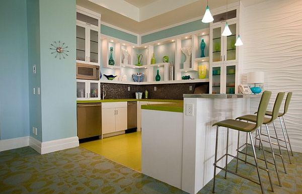 Сине-зелёная кухонная мебель на нейтральном фоне