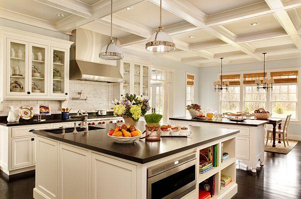 Идея для кухни - роскошная белая кухня с чёрными столешницами