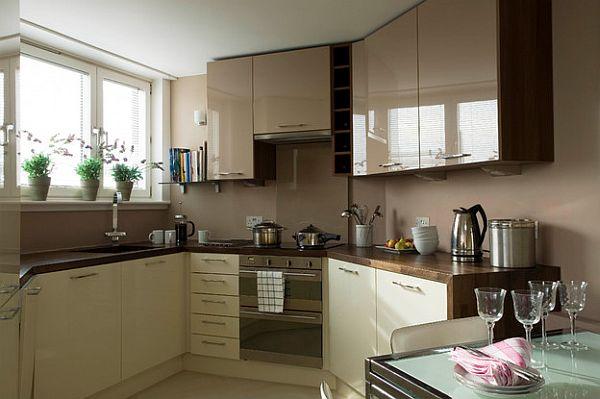 Глянцевые кофейные шкафы и компактная мебель для организации кухни