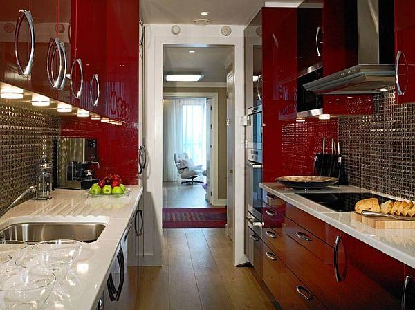 Красные шкафы в ретро-стиле для небольшой комнаты
