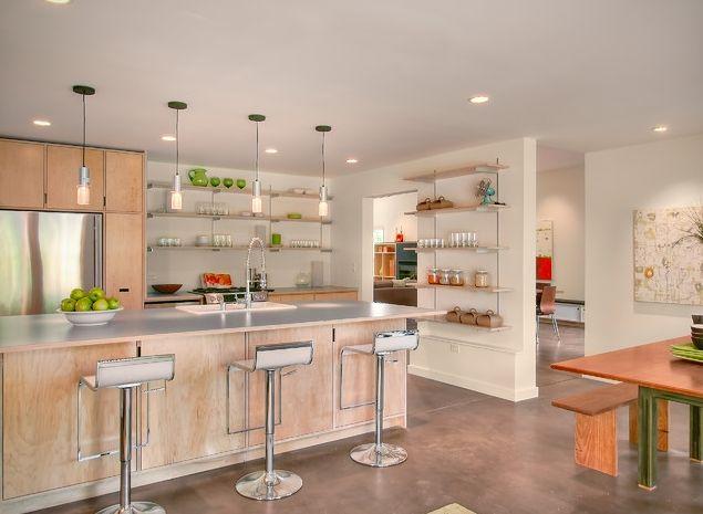 Современная кухня, объединённая с гостиной