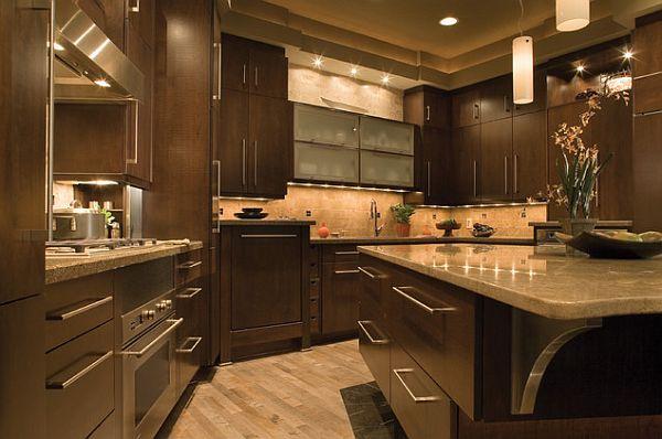 Великолепная мебель из тёмного ореха и глянцевые столешницы из белого камня на кухне
