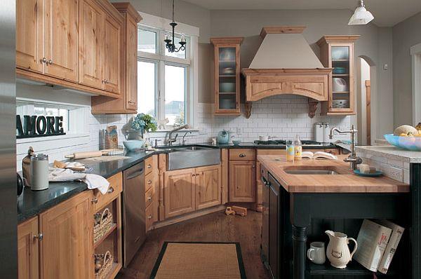 Сочетание современного и классического стилей в деревянном антураже кухни