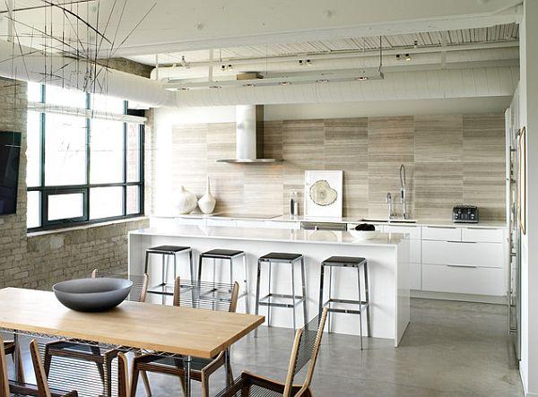 Кухня, инкрустированная натуральной плиткой с деревянной текстурой