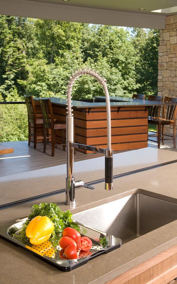 Дизайн раковины в интерьере кухни от Alinda Morris Interior Design LLC
