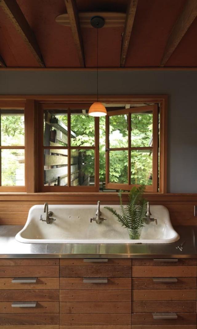 Дизайн раковины в интерьере кухни от Joanne Palmisano, Salvage Secrets
