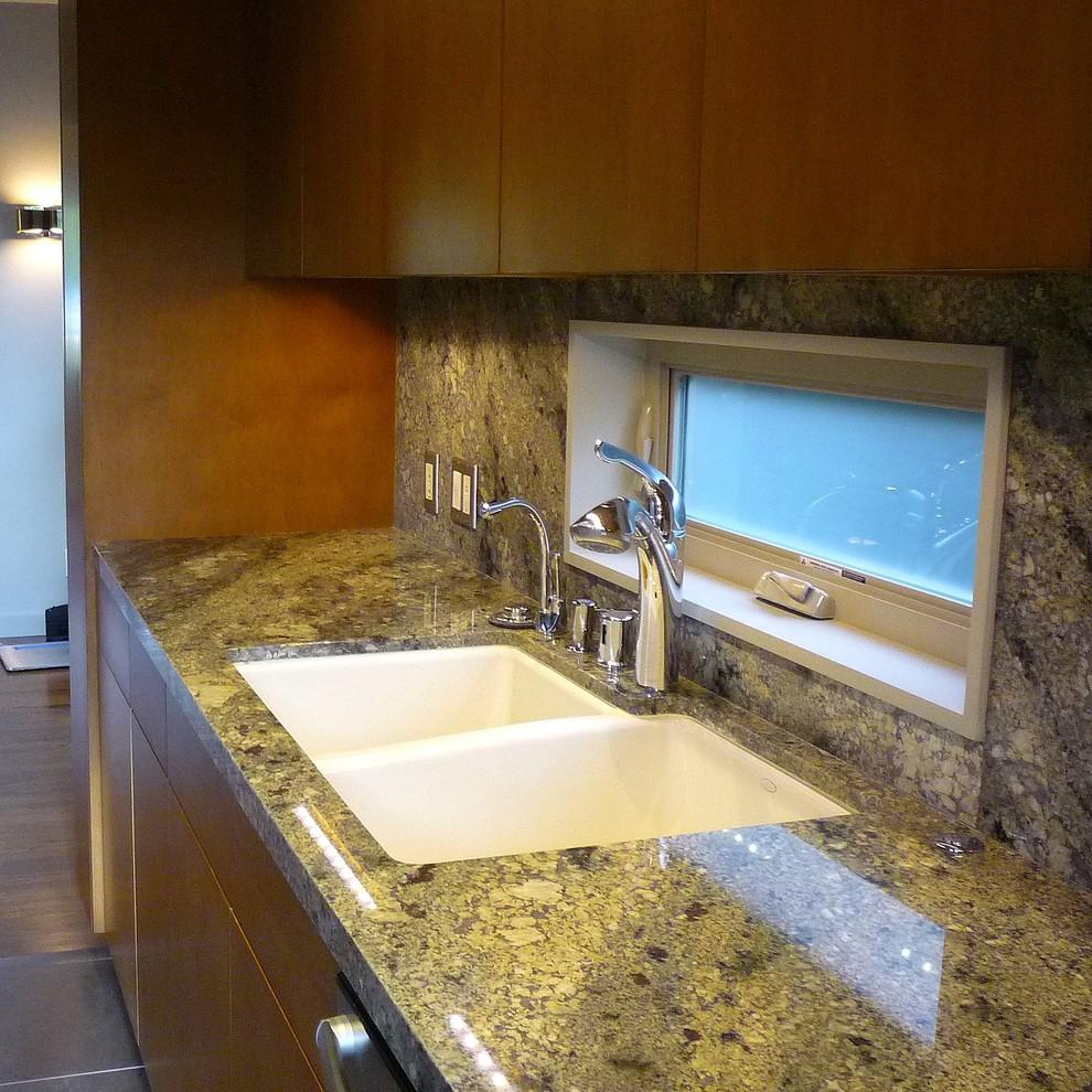 Эмалированная чугунная раковина в интерьере кухни от SH interiors
