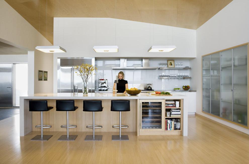 Компактный винный холодильник в дизайне современной кухни от Eleven Interiors