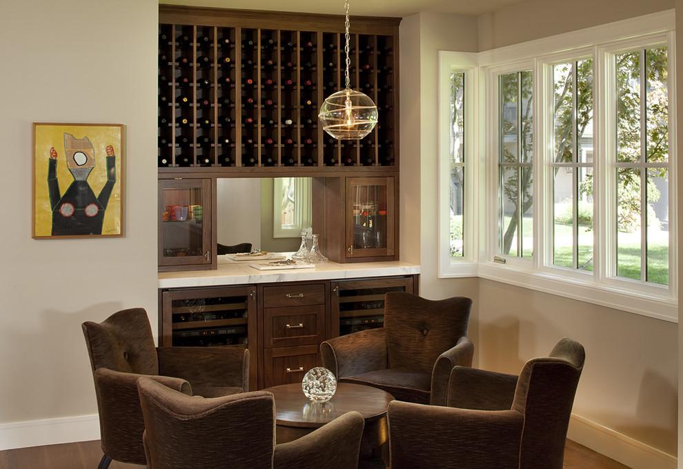Компактный винный холодильник в дизайне современной кухни отArtistic Designs for Living, Tineke Triggs
