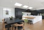 Роскошный дизайн интерьера кухни в чёрно-белой гамме