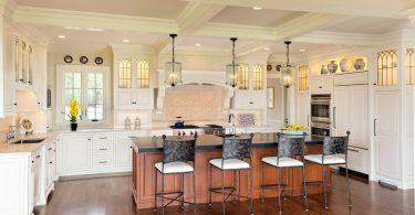 Классическая кухня повышенной функциональности: фото до и после реконструкции