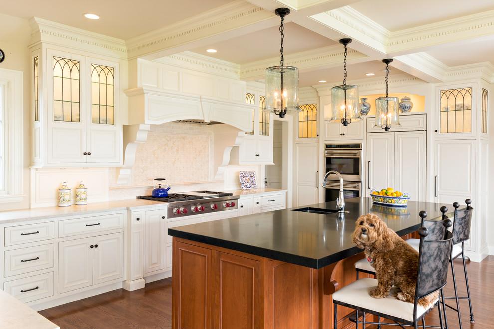 Классическая кухня - оригинальные стеклянные светильники