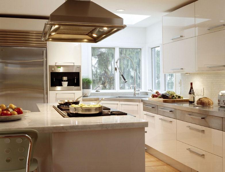 Серый и белый так же контрастирует в кухне