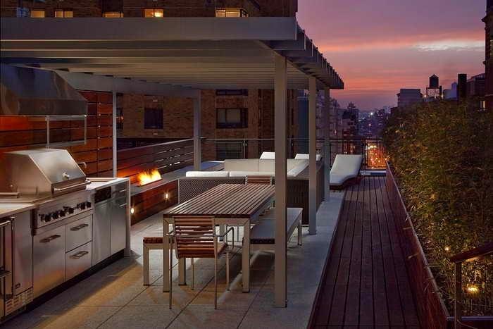 Патио на балконе