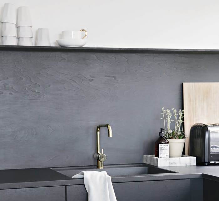 Из простых и доступных всем материалов можно создать красивые кухонные фартуки