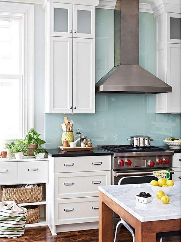 Глянцевые красивые кухонные фартуки