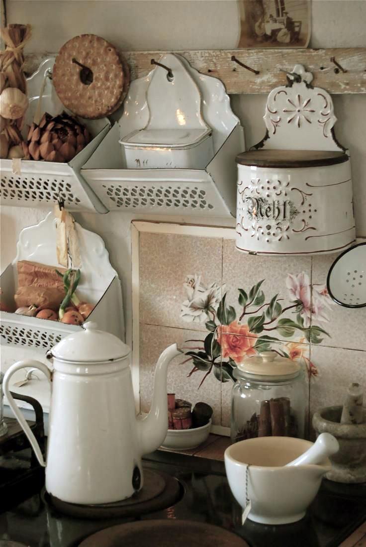 Винтажные кухонные аксессуары в интерьере кухни