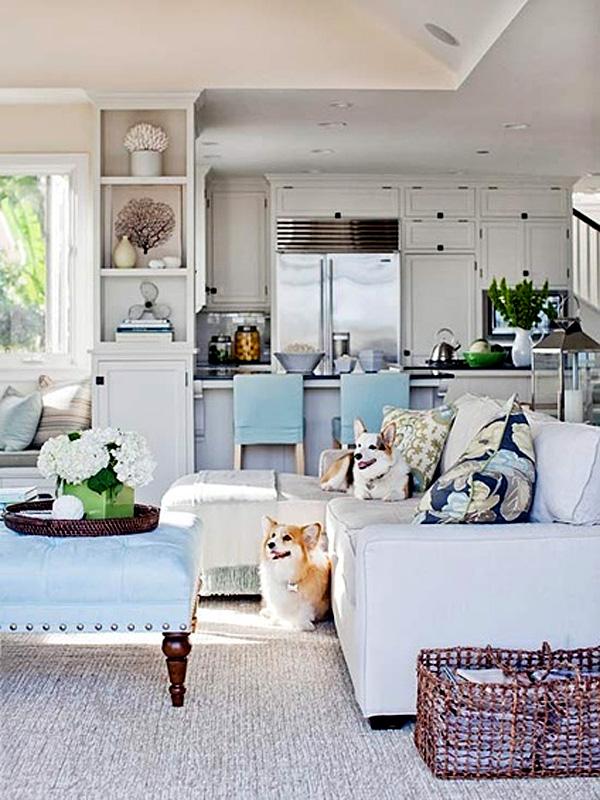 Уютный дизайн интерьера кухни с элементами деревенского стиля