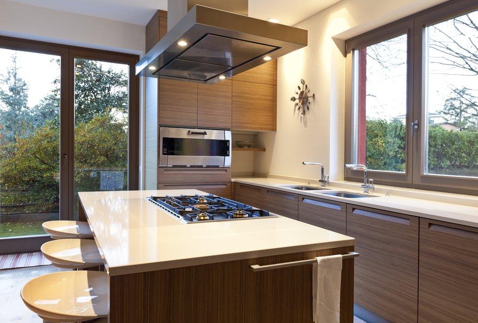 Фото интерьеров кухонь с захватывающим видом из окна