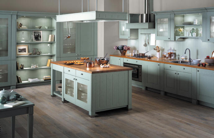 Классическое оформление зелёной кухни в деревенском стиле