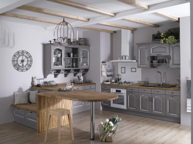 Классическое оформление серой кухни в деревенском стиле