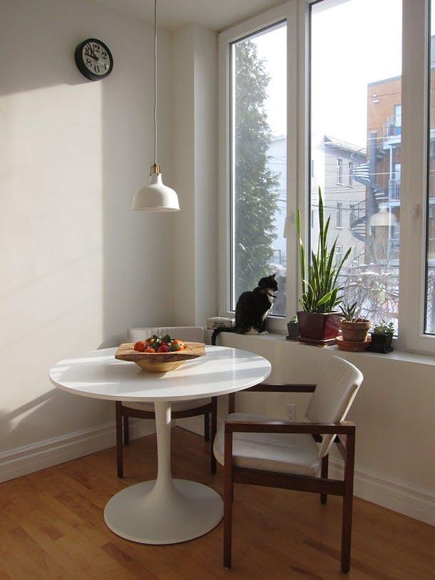 Вторая любимая деталь – столик в укромном уголке для завтрака