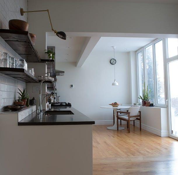 Изобилие простора и света на новой кухне