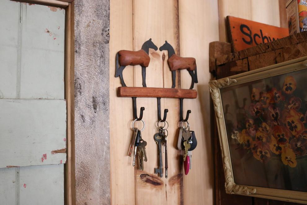 Ключница на кухне в сельском стиле